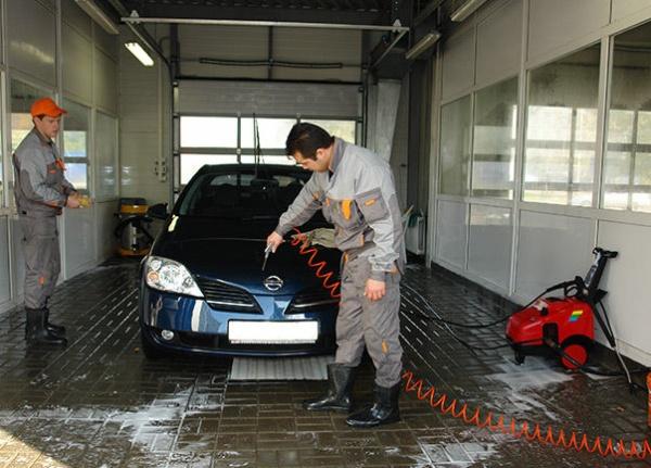 Квалифицированный персонал на автомойке