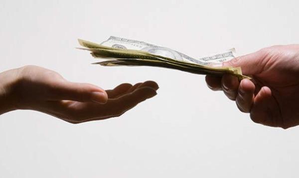 Можно ли давать деньги в долг
