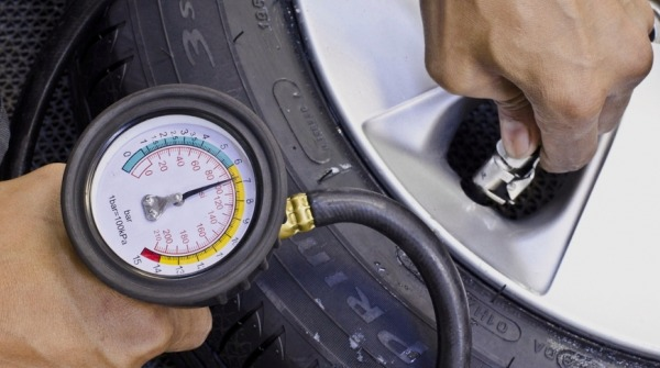 Учитывайте давление в шинах