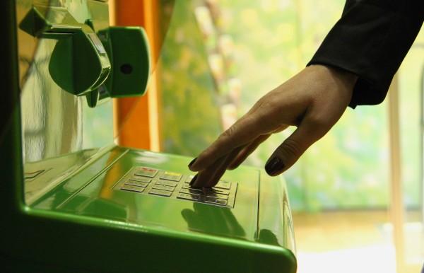 Как проверить баланс карты Сбербанка через банкомат