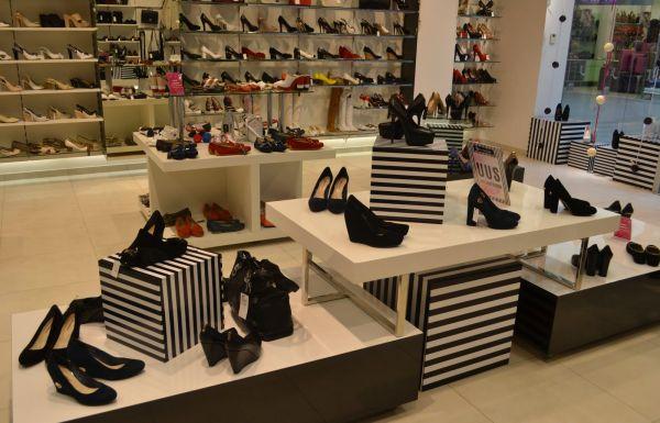 Оформление витрин магазина обуви
