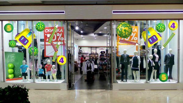как оформить витрину детского магазина