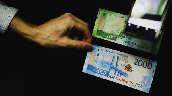 Купюра 2000 рублей: особенности и защитные знаки