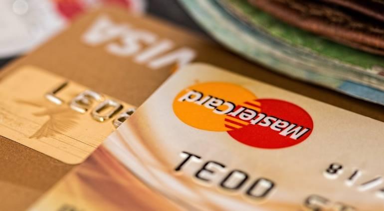 Можно ли в 18 лет взять кредит на сумму или на машину?