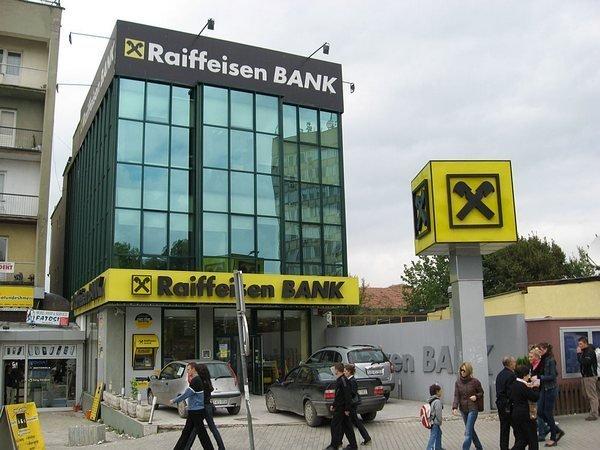 Raiffeisen сокращает бизнес в России
