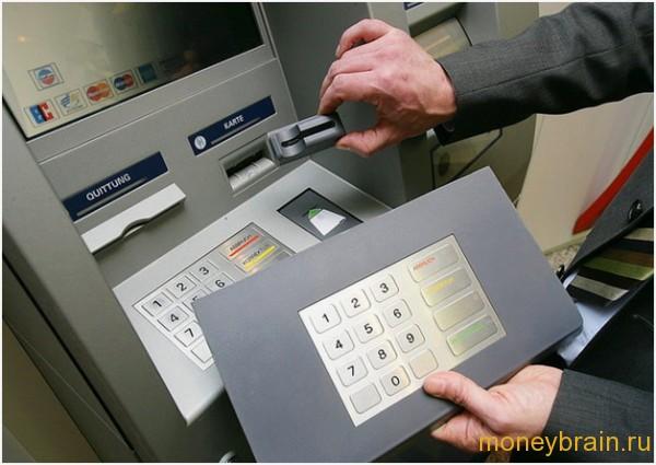 Как снимают деньги мошенники