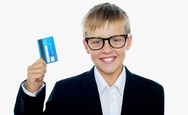 С какого возраста можно оформить банковскую карту?